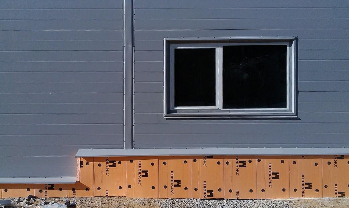 Здание и сэндвич-панелей
